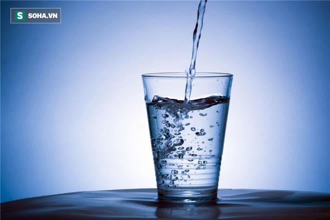 Uống nước sôi để nguội, đun đi đun lại gây ung thư? Đây là câu trả lời bạn cần biết sớm - Ảnh 1.