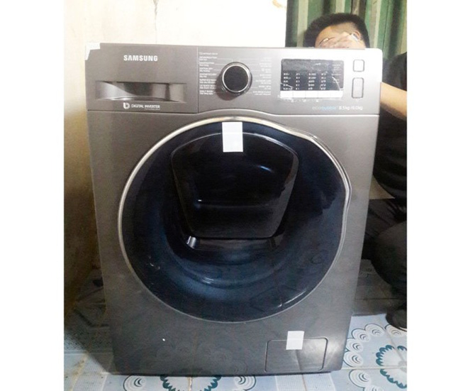"""Sau khi bị tố """"khuyến mãi ảo"""", Lazada đã chuyển chiếc máy giặt Samsung cho khách hàng - Ảnh 1."""