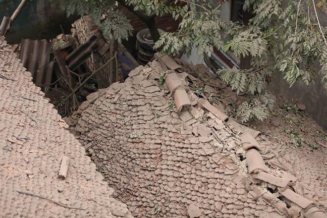 Hiện trường vụ nổ làm 2 người chết, 7 người bị thương, nhiều nhà dân bị tốc mái - Ảnh 20.