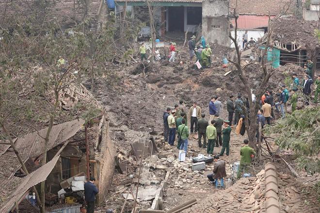 Hiện trường vụ nổ làm 2 người chết, 7 người bị thương, nhiều nhà dân bị tốc mái - Ảnh 21.