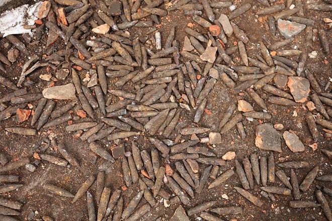 Vụ nổ ở Bắc Ninh: Đạn phủ kín đường làng, đã thu gom được 500kg đầu đạn - Ảnh 14.