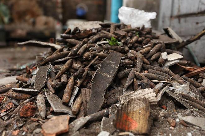 Vụ nổ ở Bắc Ninh: Đạn phủ kín đường làng, đã thu gom được 500kg đầu đạn - Ảnh 19.