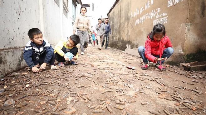 Nhặt vỏ đạn sau vụ nổ ở Bắc Ninh, người đàn ông bị nổ nát bàn tay - Ảnh 2.