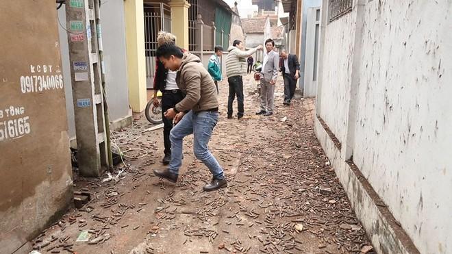 Nhặt vỏ đạn sau vụ nổ ở Bắc Ninh, người đàn ông bị nổ nát bàn tay - Ảnh 5.