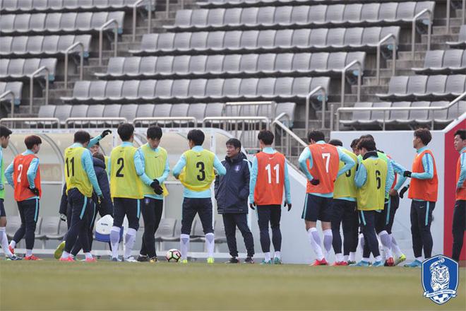 HLV U23 Hàn Quốc tiết lộ lối chơi, đề cao hàng công U23 Việt Nam - Ảnh 2.