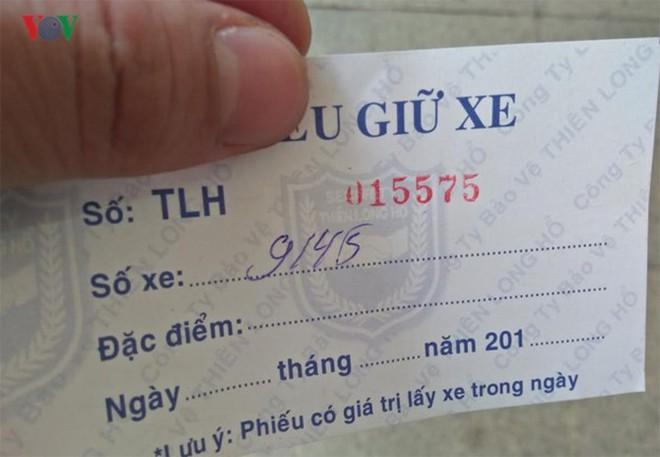 """[Ảnh] Hà Nội tăng phí gửi xe, """"xế hộp"""" nháo nhác tìm chỗ đỗ - Ảnh 1."""
