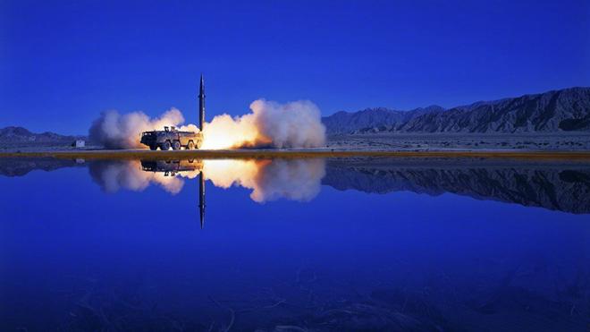 Quân đội Trung Quốc khoe ảnh thử nghiệm bí mật tên lửa cải tiến - Ảnh 6.