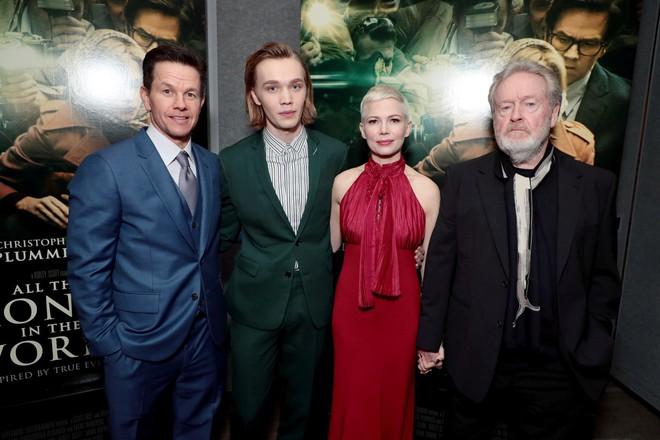 Hollywood bất bình khi nam tài tử Mark Wahlberg được trả lương cao gấp 1.500 lần bạn diễn nữ - ảnh 2