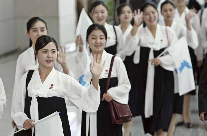 Điều ít biết về đội quân nhan sắc Triều Tiên sẽ đưa tới Hàn Quốc vào tháng sau - Ảnh 1.