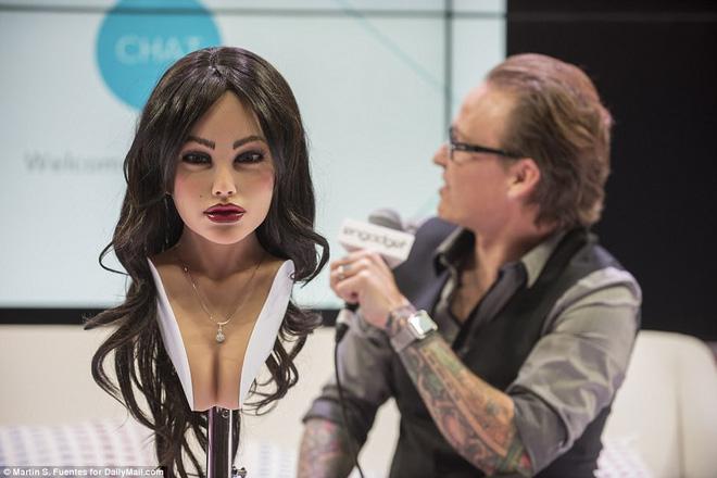 Robot tình dục Harmony tháo dỡ khuôn mặt tuyệt đẹp ngay tại CES 2018: Quá bất ngờ! - Ảnh 3.