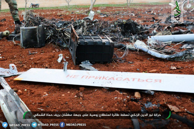 Máy bay trinh sát Nga bị phiến quân bắn hạ, tan xác ở Hama - Ảnh 1.