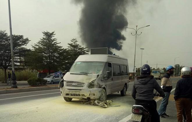 Ô tô tông chết người rồi bốc cháy ngùn ngụt ở Quảng Ninh - Ảnh 2.