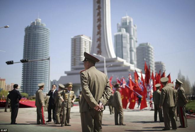 Chuyên gia Mỹ lý giải vì sao Triều Tiên muốn có vũ khí hạt nhân bằng mọi giá - Ảnh 2.