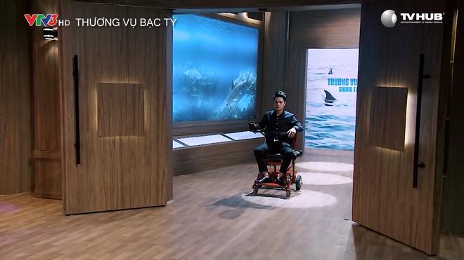 Shark Tank: Công ty SX xe lăn điện của chàng trai có bố bại liệt khiến khán giả rơi nước mắt - Ảnh 3.