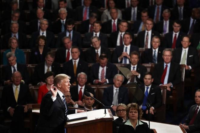 Tối hậu thư 120 ngày của Mỹ: Tổng thống Trump mạnh tay nắn gân cả Iran, Nga và EU - Ảnh 1.
