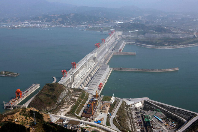 Cảnh báo nguy hiểm phía sau cơn sốt đập nước của Trung Quốc - Ảnh 2.