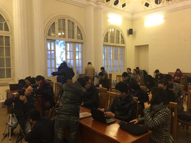 Bị cáo Trịnh Xuân Thanh khóc khi nói lời sau cùng tại tòa - Ảnh 4.