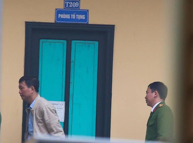 Bị cáo Trịnh Xuân Thanh khóc khi nói lời sau cùng tại tòa - Ảnh 3.