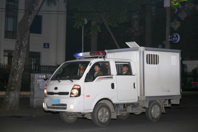 Bị cáo Trịnh Xuân Thanh khóc khi nói lời sau cùng tại tòa - Ảnh 9.