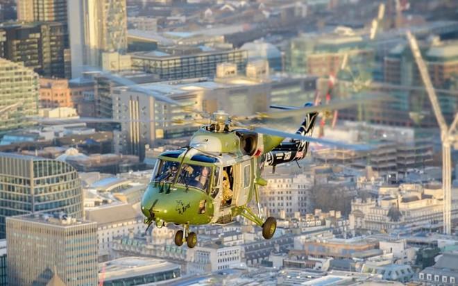 """Chùm ảnh chuyến bay """"giã từ binh nghiệp"""" của trực thăng Lynx ở Anh - Ảnh 9."""