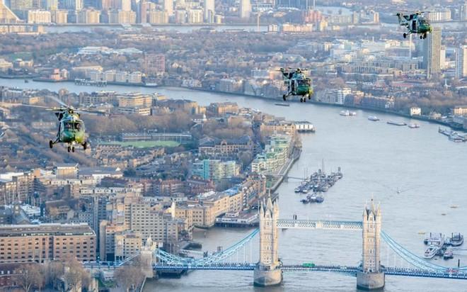 """Chùm ảnh chuyến bay """"giã từ binh nghiệp"""" của trực thăng Lynx ở Anh - Ảnh 10."""