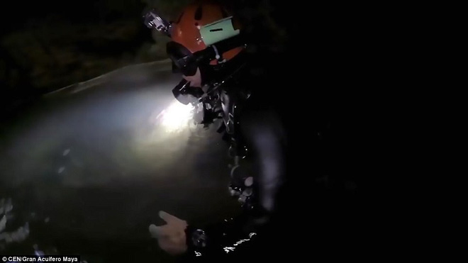 Các nhà nghiên cứu mất hơn 10 tháng để tìm kiếm hang động này.  Ảnh: CEN