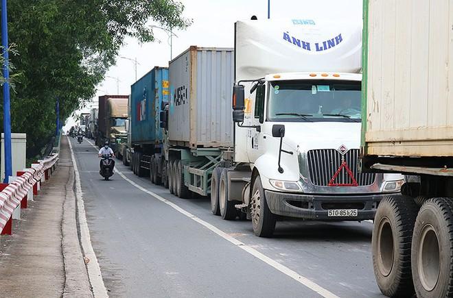 Chùm ảnh: Kẹt xe kinh hoàng ở cảng Cát Lái - Ảnh 2.