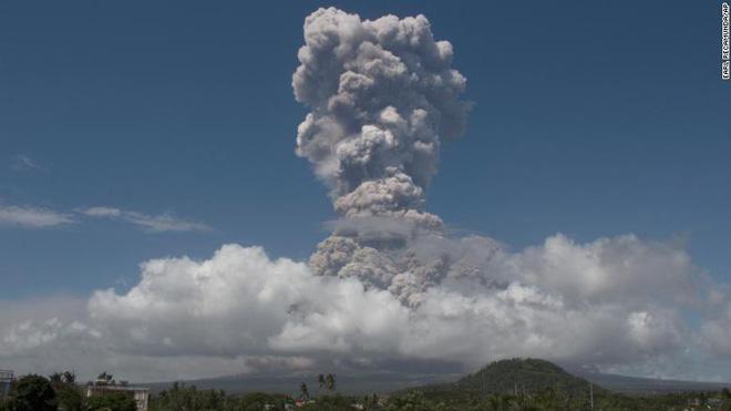 Núi lửa mạnh nhất Philippines sắp phun trào khủng khiếp, 27.000  dân bỏ nhà đi tị nạn - Ảnh 1.