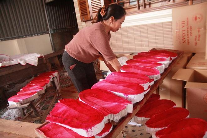 Làng nghề hương trầm Quỳ Châu hối hả vào tết - Ảnh 1.