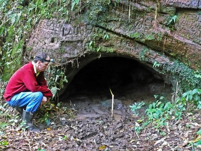 Phát hiện hang động khổng lồ bí ẩn, các nhà địa chất ngạc nhiên khi biết chủ nhân thực sự của nó - Ảnh 3.