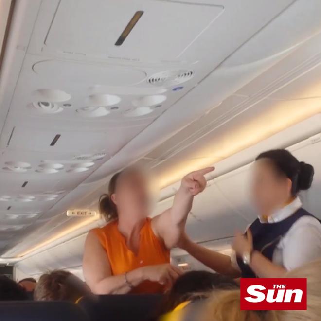 Say xỉn, cặp vợ chồng đại náo trên máy bay khiến chuyến bay casino o viet nam phải hạ cánh khẩn cấp - Ảnh 3.