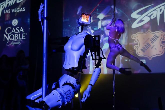 Robot bây giờ cũng biết múa cột rồi đấy! - Ảnh 2.