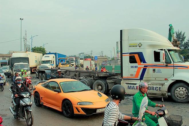 Chùm ảnh: Kẹt xe kinh hoàng ở cảng Cát Lái - Ảnh 3.