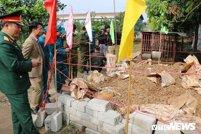 Cận cảnh gần 6 tấn đầu đạn trong vườn nhà dân ở Hưng Yên - Ảnh 5.