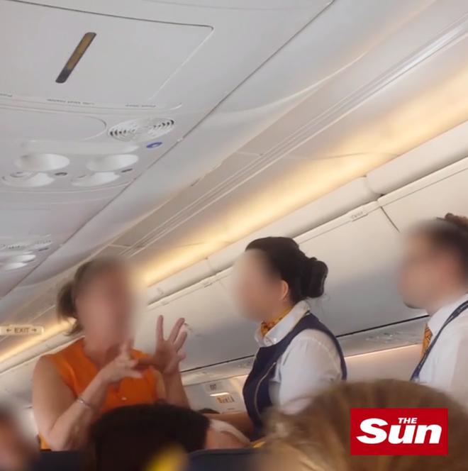 Say xỉn, cặp vợ chồng đại náo trên máy bay khiến chuyến bay casino o viet nam phải hạ cánh khẩn cấp - Ảnh 4.