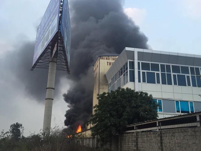 Cháy lớn kinh hoàng, khói bốc cao hàng chục mét tại Hải Dương - Ảnh 4.