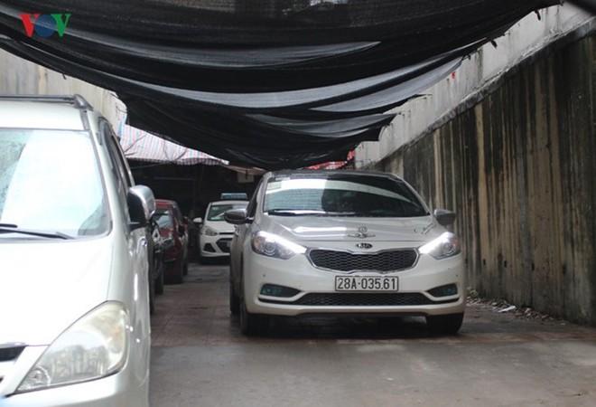 """[Ảnh] Hà Nội tăng phí gửi xe, """"xế hộp"""" nháo nhác tìm chỗ đỗ - Ảnh 5."""