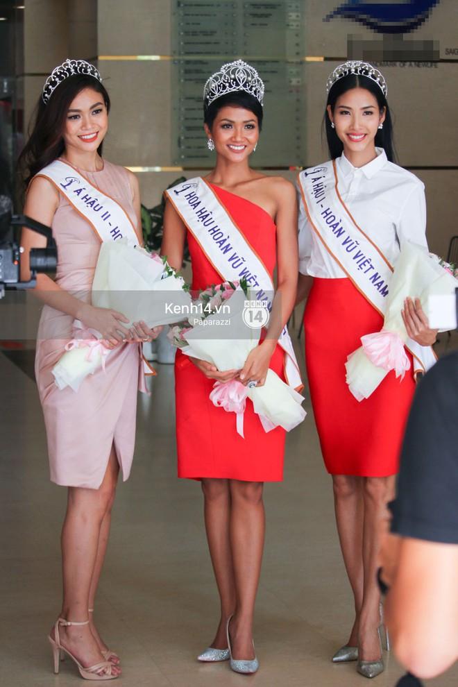Một ngày làm việc từ sáng sớm đến tối mịt của Top 3 Hoa hậu Hoàn vũ Việt Nam 2017 - Ảnh 5.