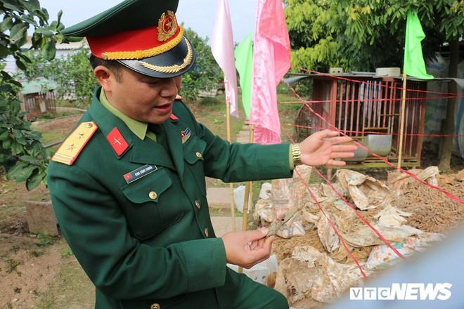 Cận cảnh gần 6 tấn đầu đạn trong vườn nhà dân ở Hưng Yên - Ảnh 6.