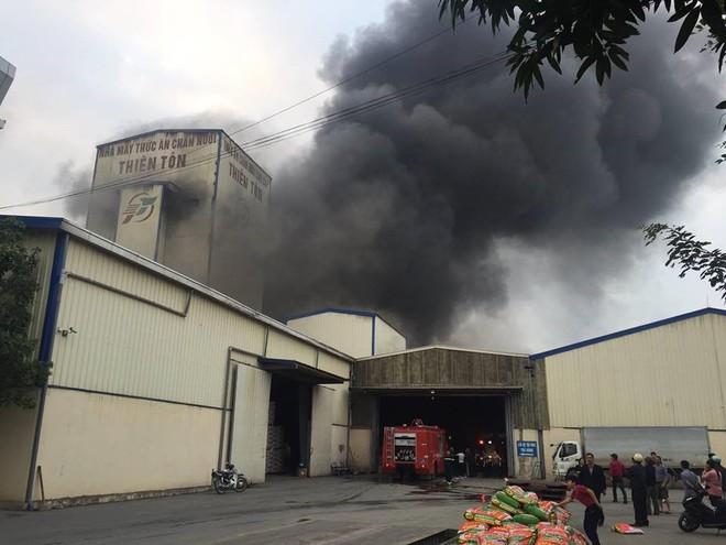 Cháy lớn kinh hoàng, khói bốc cao hàng chục mét tại Hải Dương - Ảnh 5.