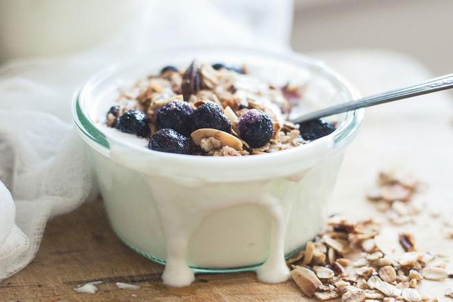 7 lợi ích tuyệt vời cho sức khỏe nếu bạn chịu khó ăn sữa chua mỗi ngày - Ảnh 6.