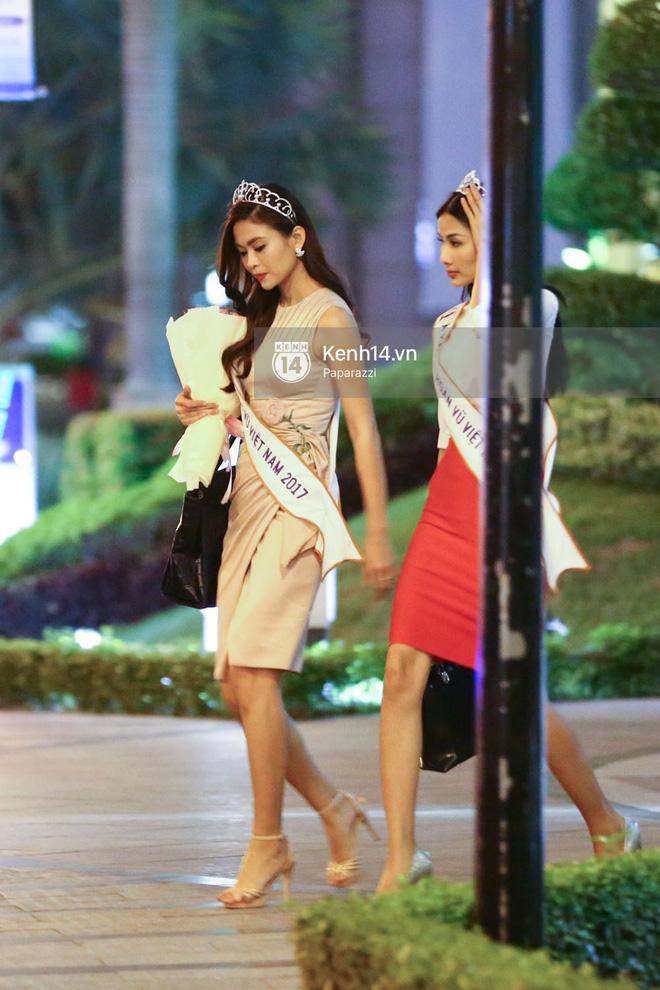Một ngày làm việc từ sáng sớm đến tối mịt của Top 3 Hoa hậu Hoàn vũ Việt Nam 2017 - Ảnh 7.