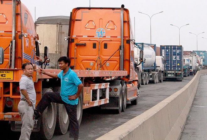 Chùm ảnh: Kẹt xe kinh hoàng ở cảng Cát Lái - Ảnh 7.