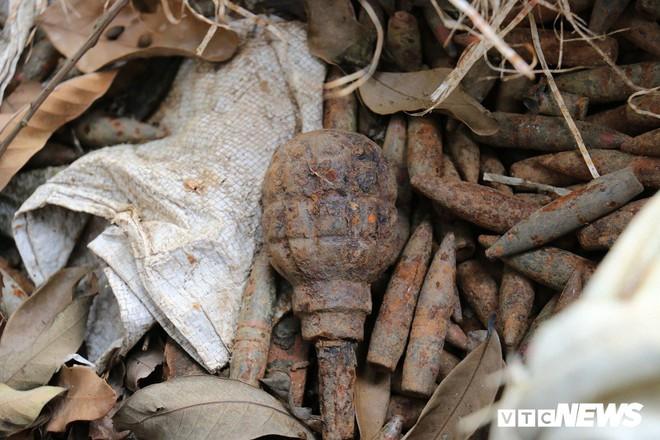 Cận cảnh gần 6 tấn đầu đạn trong vườn nhà dân ở Hưng Yên - Ảnh 10.