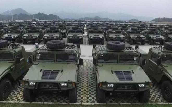 """TQ khoe xe thiết giáp """"Đông Phong Mãnh Sĩ"""" sánh ngang Humvee về tính năng lẫn số lượng"""