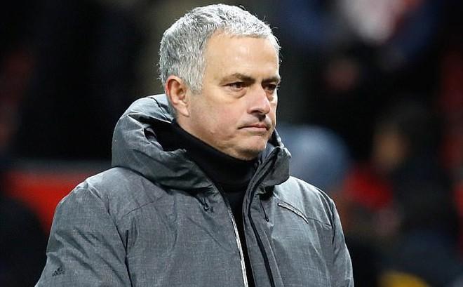 """Tiền Man United không thiếu, nhưng chủ yếu là Mourinho phải """"biết điều"""""""