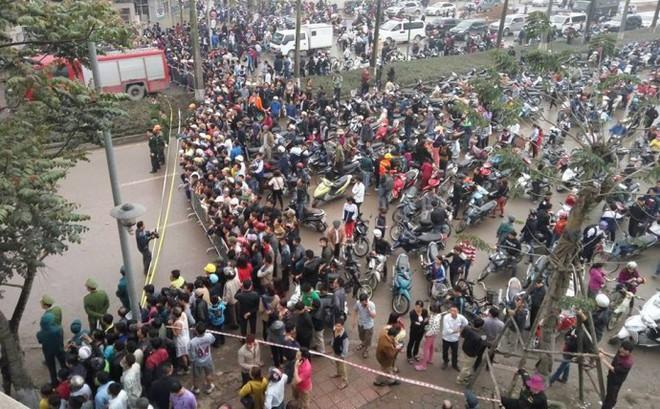 """Hiếu kỳ với bom đạn, """"thói quen"""" dị thường của nhiều người Việt"""