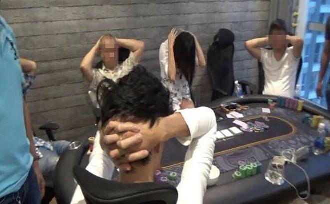 Bắt 3 Việt kiều trong ổ bạc ở chung cư Bình Thạnh