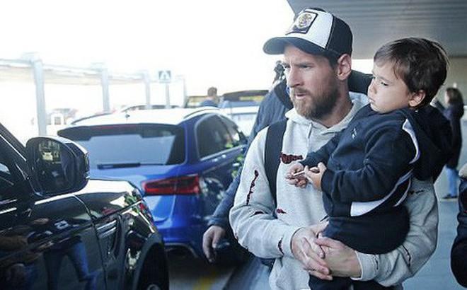 Vợ con Messi mệt mỏi trở lại Barcelona sau kỳ nghỉ