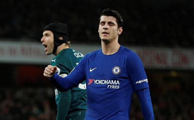 """Sảy chân phút bù giờ, Chelsea ngậm ngùi """"ngửi khói"""" Man United"""